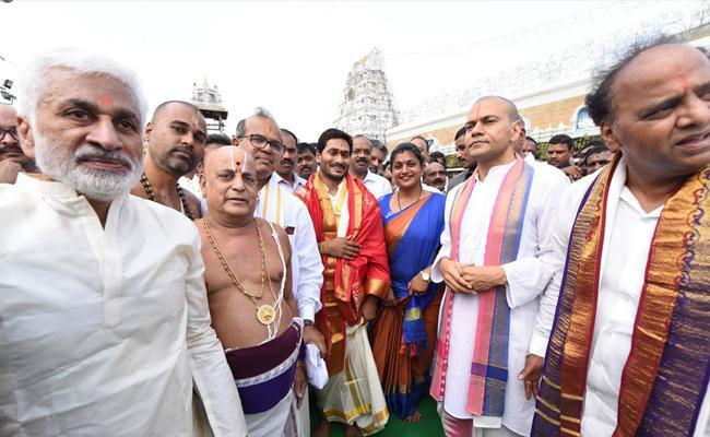 YS Jagan Visits Tirumala Srivaru - Sakshi