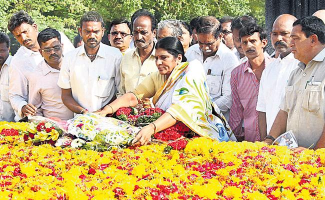 Laxmi Parvathi Comments on Chandrababu naidu - Sakshi