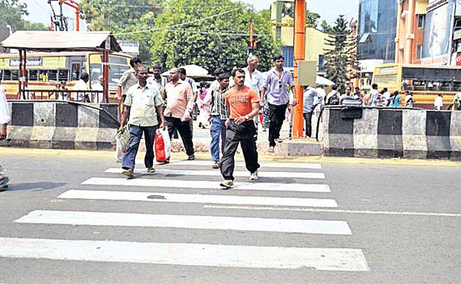 Footpath Accidents in Hyderabad Road Crossings - Sakshi