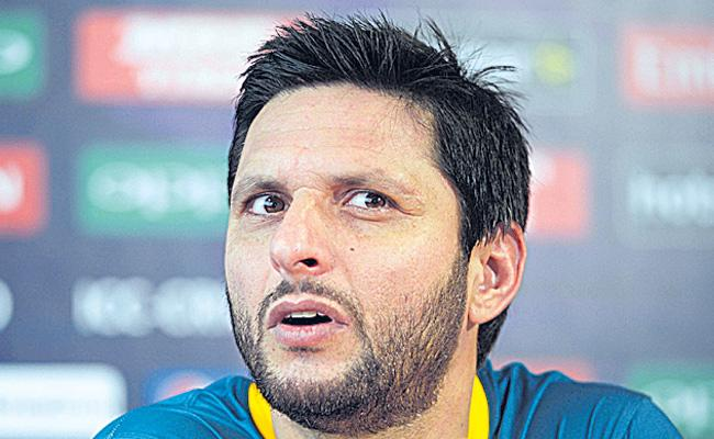 Pakistan star Shahid Afridi finally reveals his real age - Sakshi
