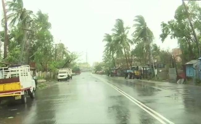 Cyclone Fani: Rain and strong winds hit parts of Andhra Pradesh - Sakshi