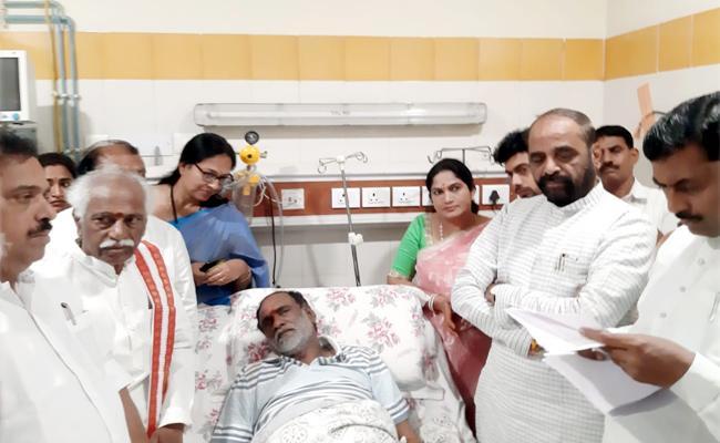 Union Minister Hansraj Gangaram Ahir Visitation BJP Leader Laxman At NIMS - Sakshi