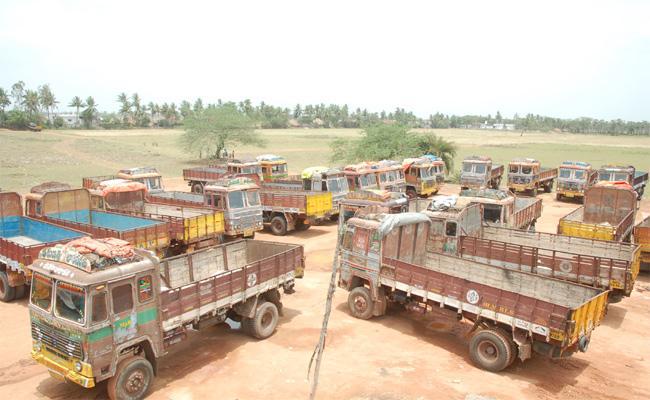 Lorry Drivers Shortage in West Godavari - Sakshi