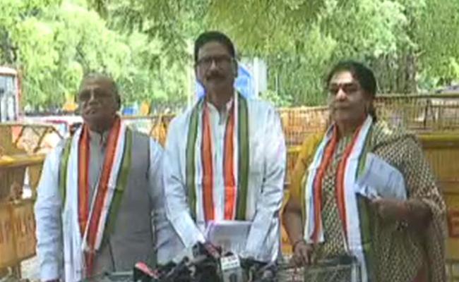 Telangana Congress Leaders Meet CEC - Sakshi