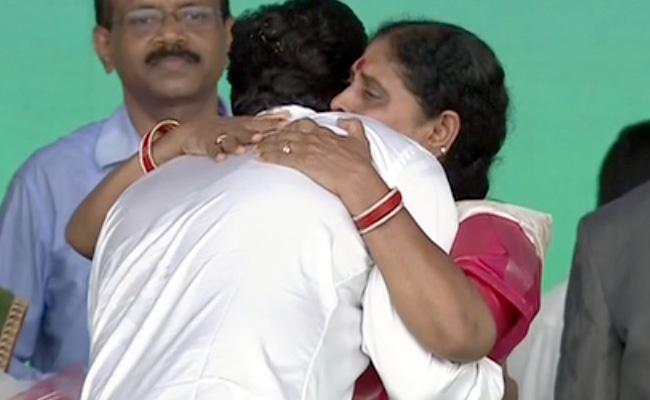 YS Vijayamma Gets Emotional After YS Jagan Oath - Sakshi