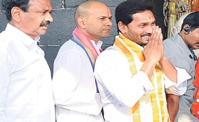 YS Jagan Visits Tirumala Temple - Sakshi