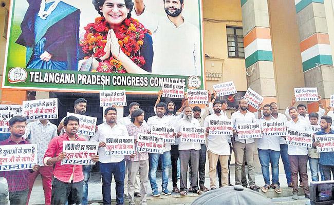 Dont quit Telangana Congress urges Rahul - Sakshi