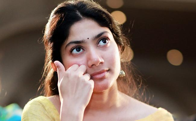 Sai Pallavi Says Sorry To Fans - Sakshi