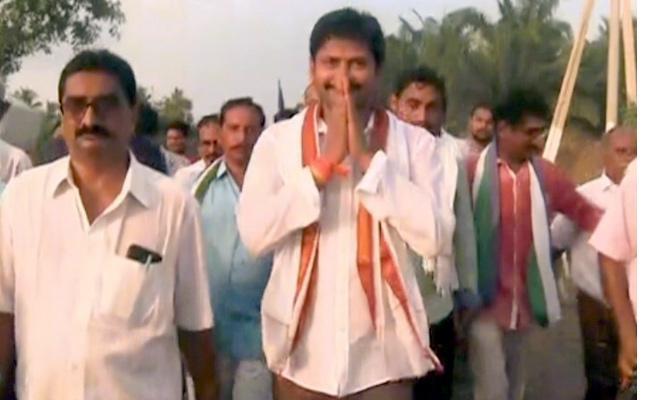 YSRCP MLA Abbayya Chowdary Reaches Dwaraka Tirumala By Walk - Sakshi