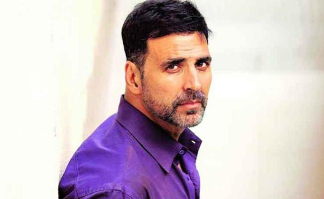 Akshay Kumar wanted to settle in Toronto after his retirement - Sakshi