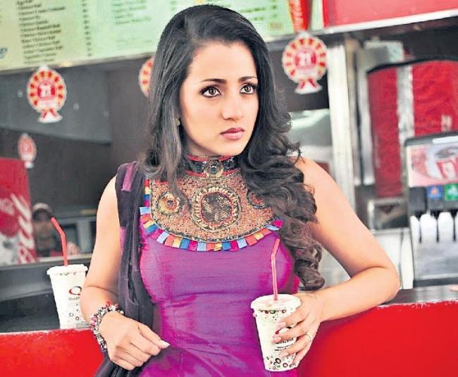 Trisha plays a doctor in Paramapadham Vilayattu - Sakshi