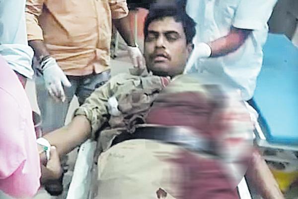 Constable shot himself with a gun - Sakshi