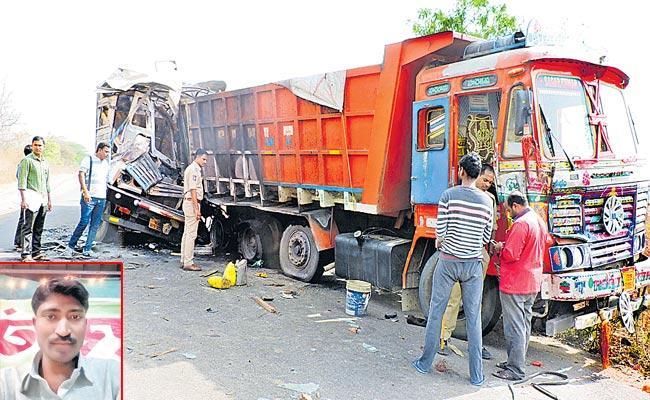 Tanker Hits Lorry In Dharmapuri - Sakshi