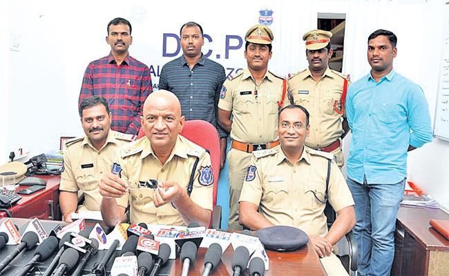Softwae Employee Murder Case Reveals Hyderabad Police - Sakshi