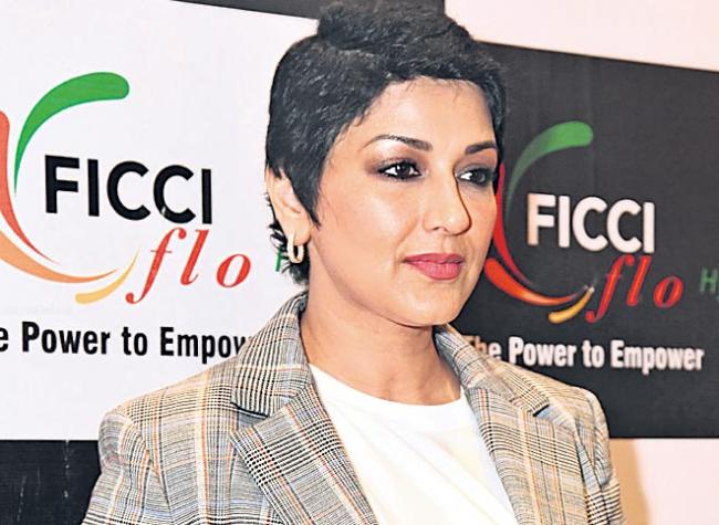 Sonali Bendre returns to work after cancer treatment, calls it a surreal feeling - Sakshi