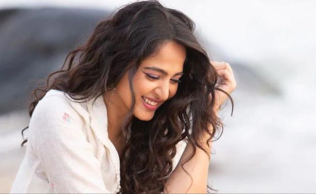 Anushka Shetty To Join Sye Raa Narasimha Reddy Shoot Soon - Sakshi