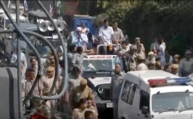 Delhi Police Increase Security For CM Arvind Kejriwal - Sakshi