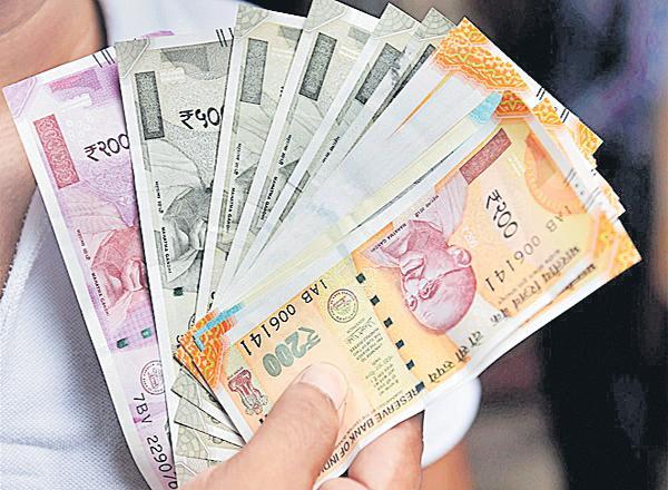 Paid money was not returned - Sakshi