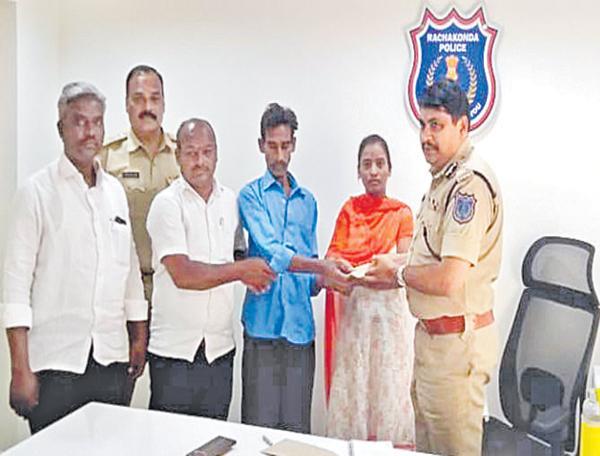 Assure to the Hajipur victims - Sakshi