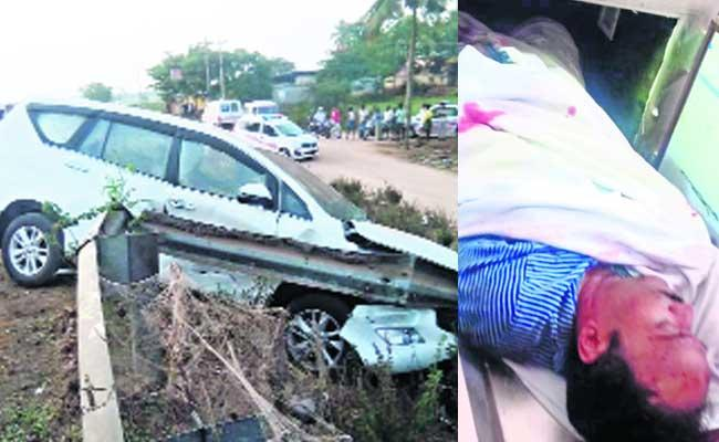Wife And Husband Died In Car Accident At Dhavenagarah - Sakshi