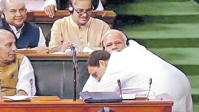Rahul Gandhi and Priyanka Gandhi counter attack on PM Modi remark - Sakshi
