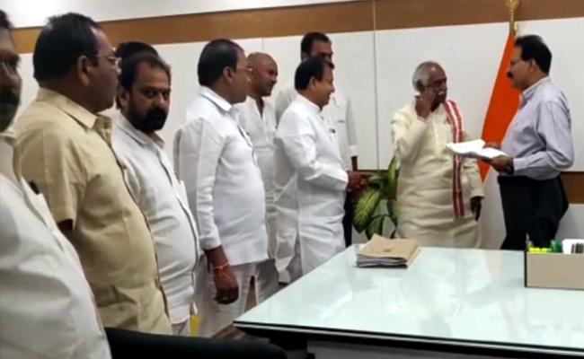 BJP Leaders Slams TRS Government In Hyderabad - Sakshi