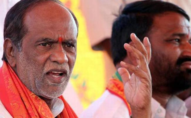 Bjp Leaders Meet Telangana Home Minister Over Amberpet Flyover Issue - Sakshi
