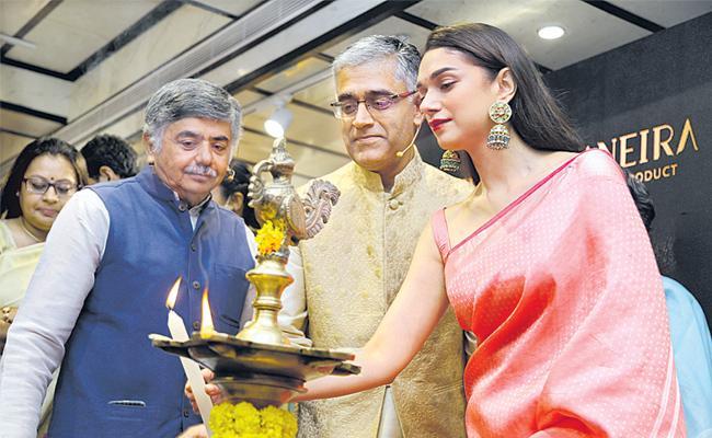 Titan plans to spread Taneira saree store network - Sakshi