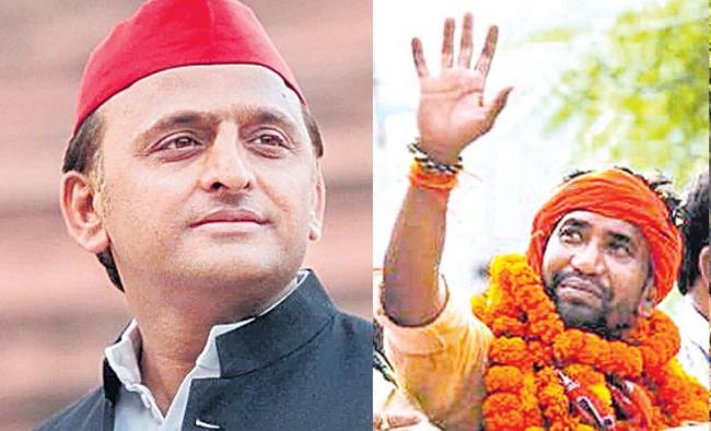 Akhilesh Yadav vs Dinesh Lal Yadav in Azamgarh lok sabha  - Sakshi