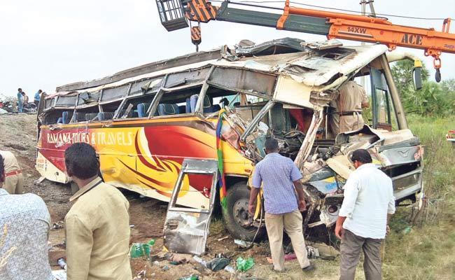 32 Injured In Bus Accident In Krishna District - Sakshi