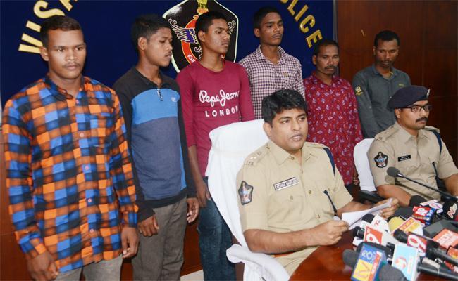 Six Members Maoists Surrender in Visakhapatnam - Sakshi