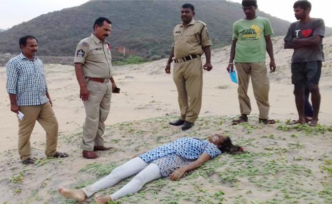 Married Women Deadbody Found in Visakhapatnam Beach - Sakshi