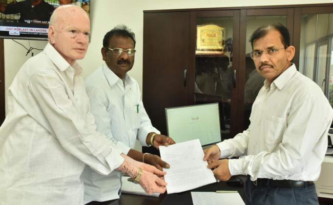 ysr congress party leaders met AP CEO Dwivedi  - Sakshi