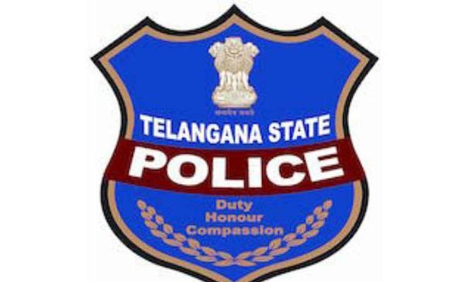 Telangana Police Over Actions In Karimnagar - Sakshi