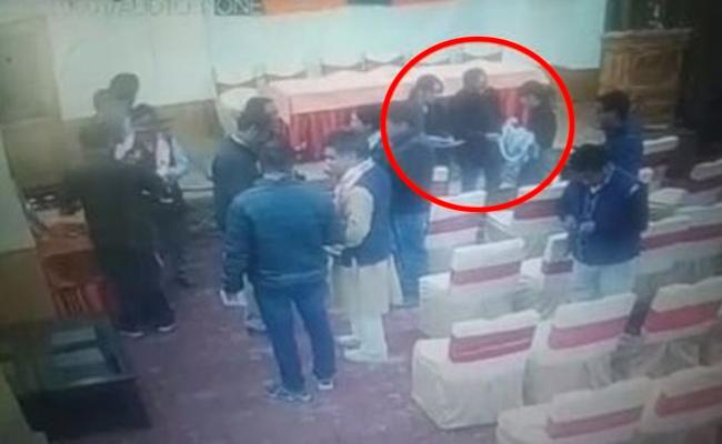 In Jammu Kashmir BJP Tries To Bribe Leh Journalists CCTV Clip Emerges - Sakshi