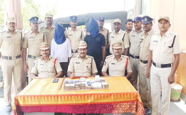 Fake Gold Smugglers Arrest in Prakasam - Sakshi