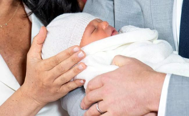 Prince Harry  Meghan Present First Glimpse of their Baby Boy - Sakshi