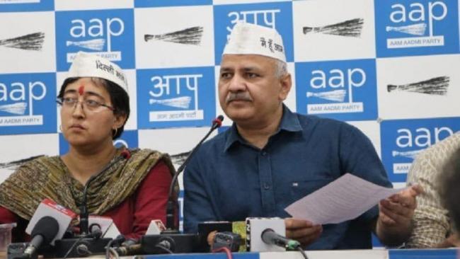 Atishi Breaks Down Over Offensive Pamphlet And AAP Blames Gautam Gambhir - Sakshi