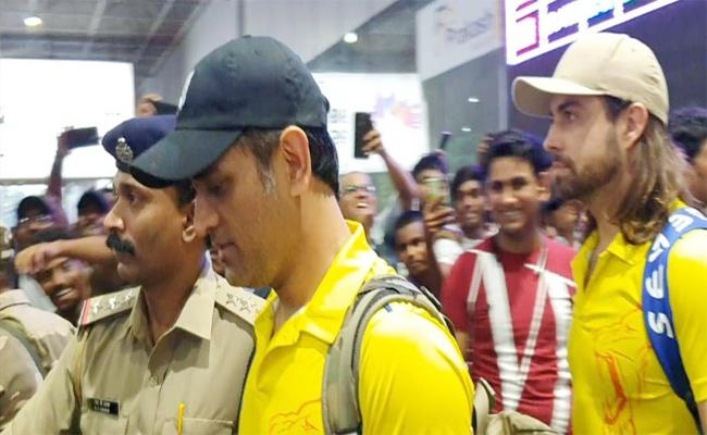 IPL2019 Chennai Super Kings Team Reached Visakhapatnam - Sakshi