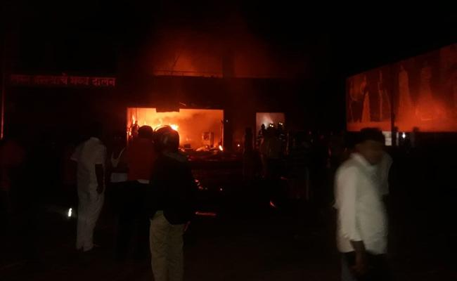 five labourers Dead In Fire At Cloth Godown Near Pune - Sakshi