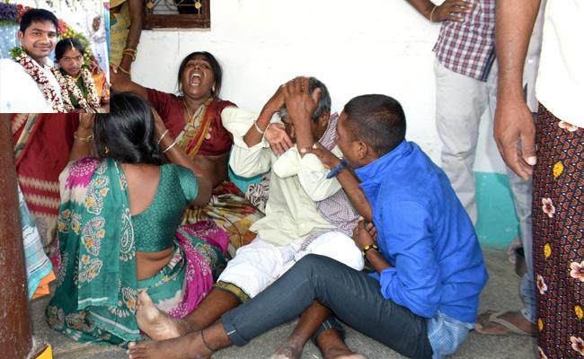 Women Suicide With Husband Harassments Karimnagar - Sakshi