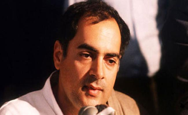 BJP Leader Srinivas Prasad Criticises PM Modi For Calling Rajiv Corrupt No 1 - Sakshi