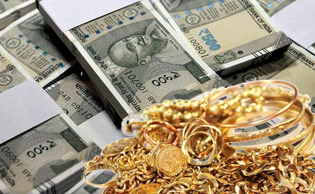 Rs one crore stolen from IAS officer house recovered! - Sakshi