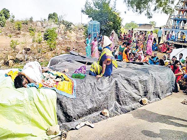 Farmer Dead With Sun Stroke At Yellareddy Zone - Sakshi