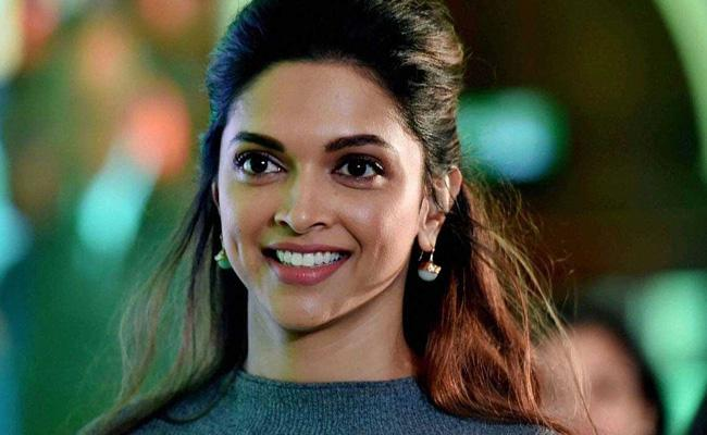Deepika Padukone Wants To Spend Time With  Romi Bhatia - Sakshi