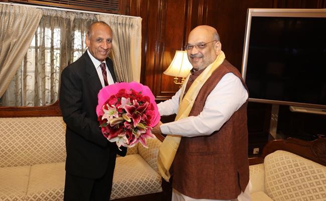 Governor Narasimhan Meets Amit Shah - Sakshi