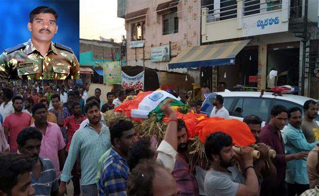 Army Jawan Died In Car Accident Mahabubnagar - Sakshi