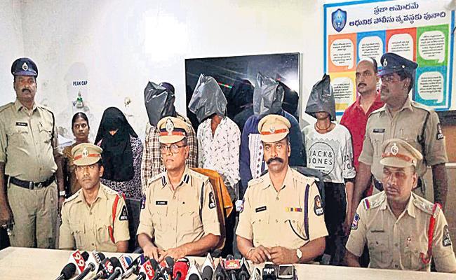 Six Arrest in Knife Attacking Case Hyderabad - Sakshi