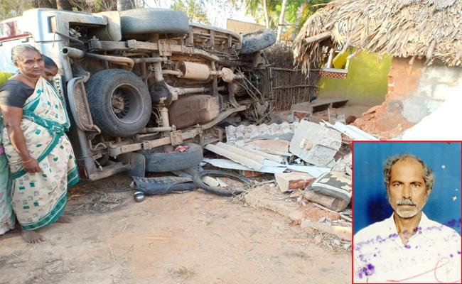 Tata Sumo Rollovered in Home And Man Dead - Sakshi