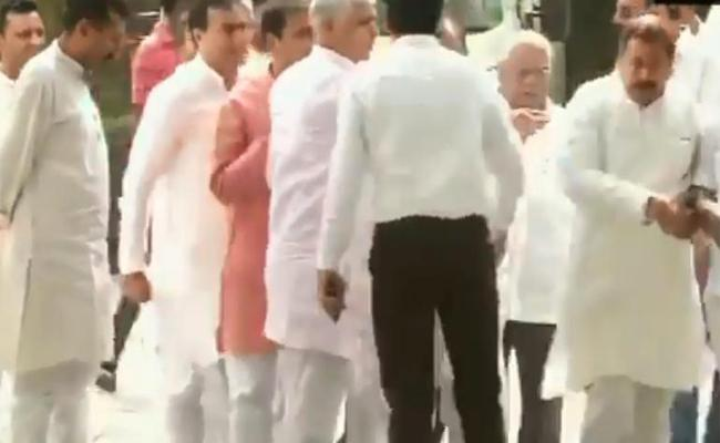 Congress Review Meeting For Western UP ends in Chaos - Sakshi